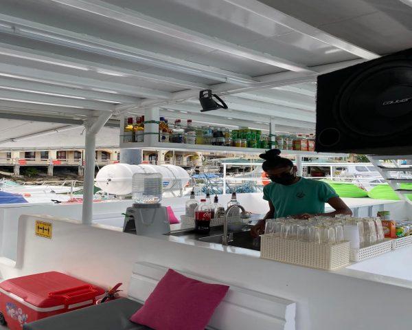 crystal yacht open bar