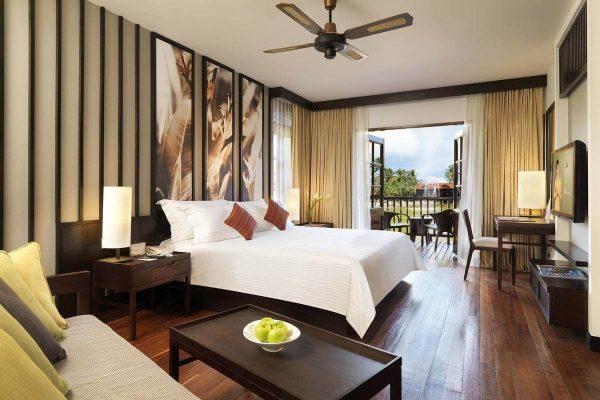 lakefront_room_bedroom